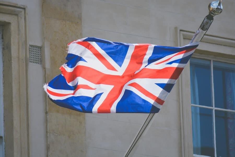 Le flegme britannique face aux dérivés de cryptomonnaies
